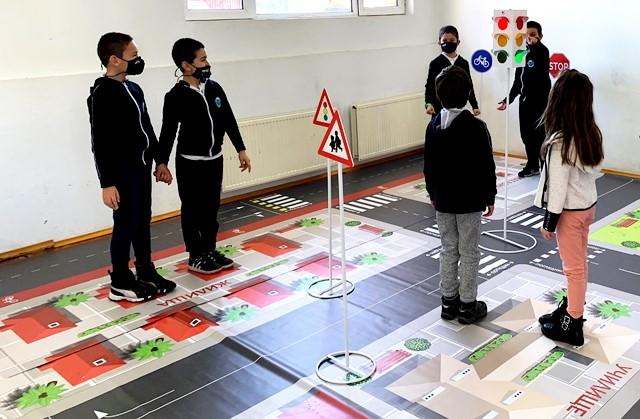 Училище в Царево получи иновативно учебно оборудване