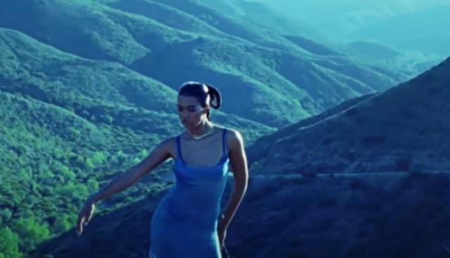 Амбър Марк с първи сингъл от година и половина