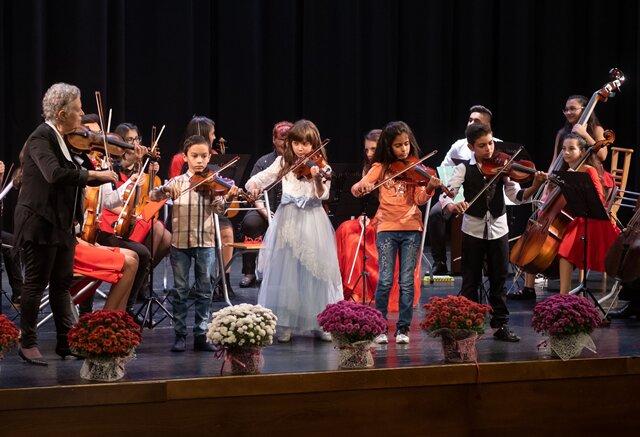 Софийската филхармония подава ръка на децата